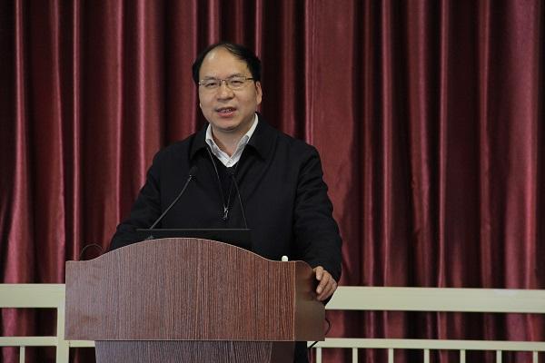 省教育厅副厅长王成斌教授作专家报告1小图.jpg